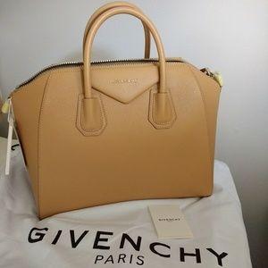 Givenchy Antigona Medium-Light Beige.
